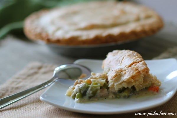 Delicious-Turkey-Pot-Pie-Recipe-perfect-for-those-holiday-leftovers-600x400