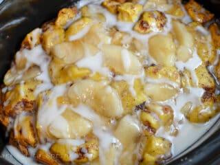 crockpot apple cinnamon roll cake