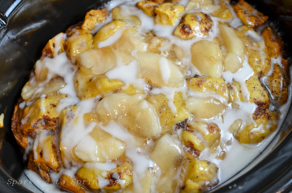 crockpot apple cinnamon roll cake