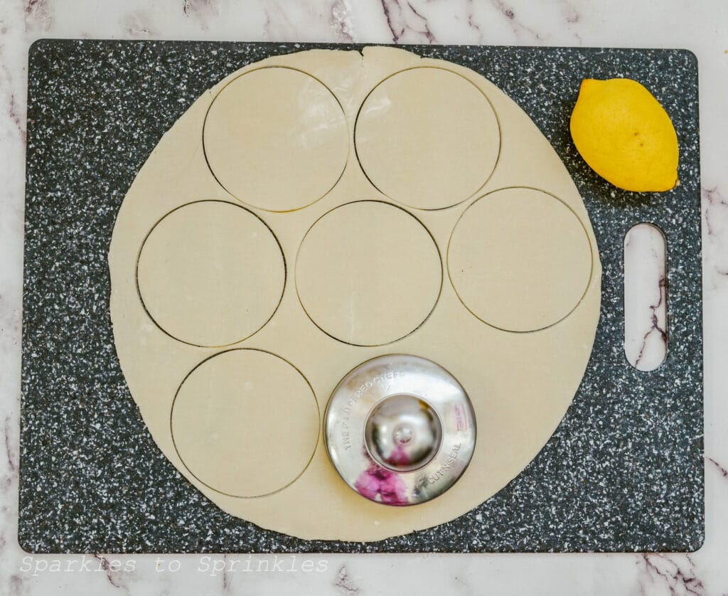 cut circles in pie crust